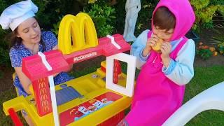McDonalds with Masha and Cozy  دمية طفل ومضحك طفل اللعب متعة