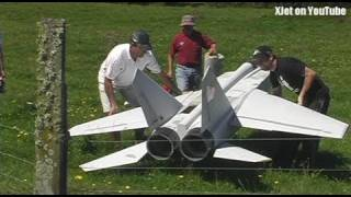 MIG 25 engine failure on takeoff (huge twin jet-powered RC model plane)
