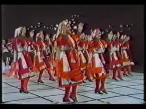 """Mariovska Tresenica""  Macedonian Folk Dance"