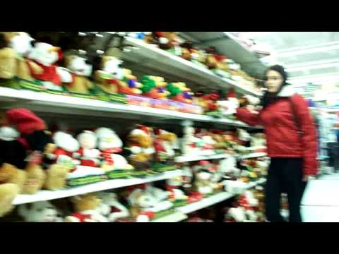 Cecilia & the Christmas toys in Walmart - YouTube