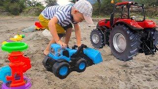 Играем в ОГРОМНОЙ песочнице с синим трактором и краcным трактором