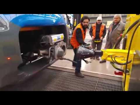 Scharfenberg coupler - connection test between Colmar shunter and an Alstom train