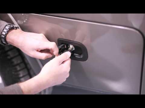 2014-nissan-titan---lockable-bed-side-storage-compartment