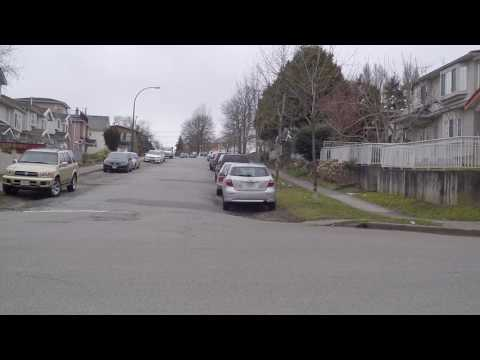 Living in Vancouver BC Canada - Houses & Residential Neighbourhood - Between Knight & Fraser Street