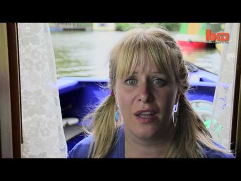 20170403011 Family Lives In Narrowboat To Save Thousands A Year