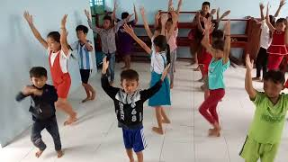 Múa Cảm ơn chú bộ đội của các em tiểu học Điểm trường Hà Giang