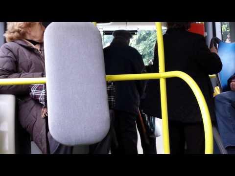 Vecchio pazzo insulta sull'autobus a Palermo