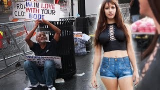 Girl walks around Hollywood WITH NO CLOTHES