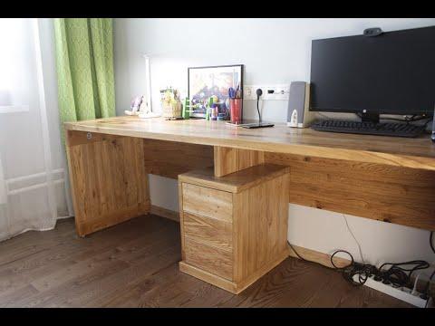 Big Desk Of Oak. Большой письменный стол из дуба.
