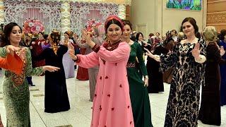 В Ашхабаде представили новую коллекцию одежды