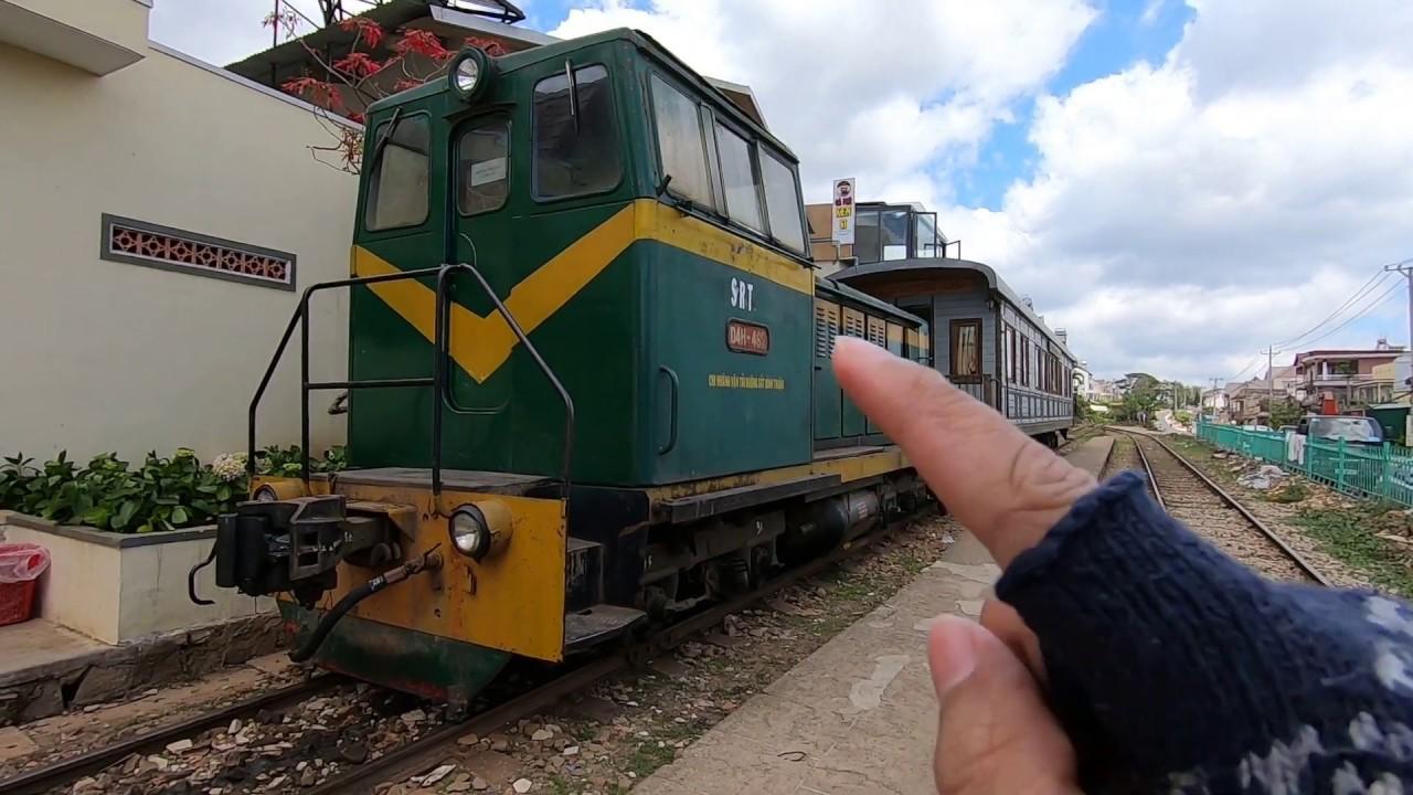 Bất ngờ gặp đoàn Xe lửa cổ từ ga Đà Lạt đi ga Trại Mát