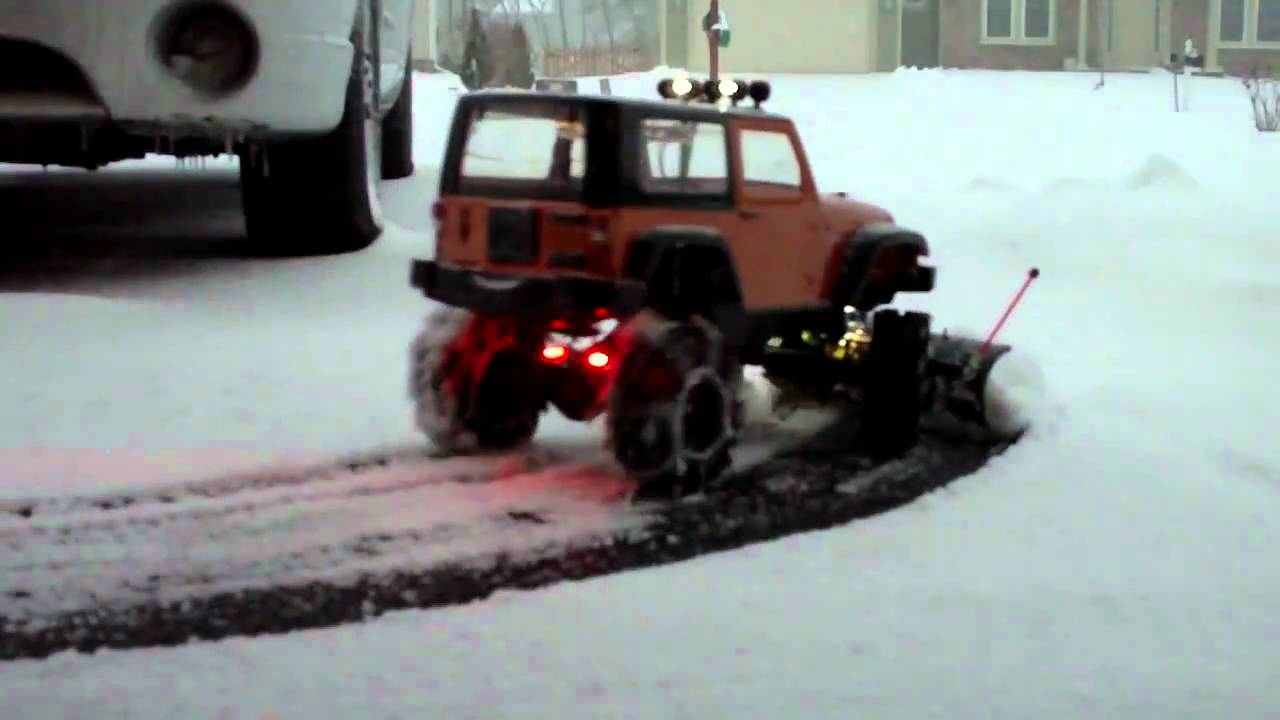 Jeep Wrangler Toys Axial Ax10 Snow Plowing - YouTube