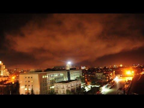 """""""Des colonnes de fumée au-dessus de Damas"""" : Frappes militaires en Syrie"""