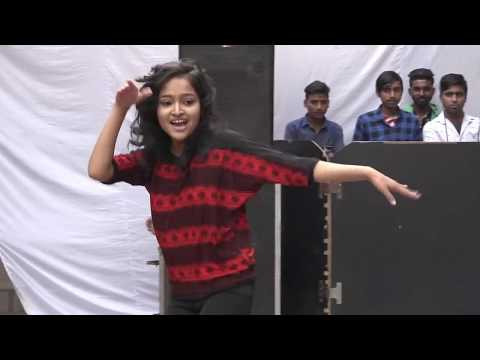 Chhota packet bada dhamaka, Excellent solo dance performance at function covered by (Vikram Verma)