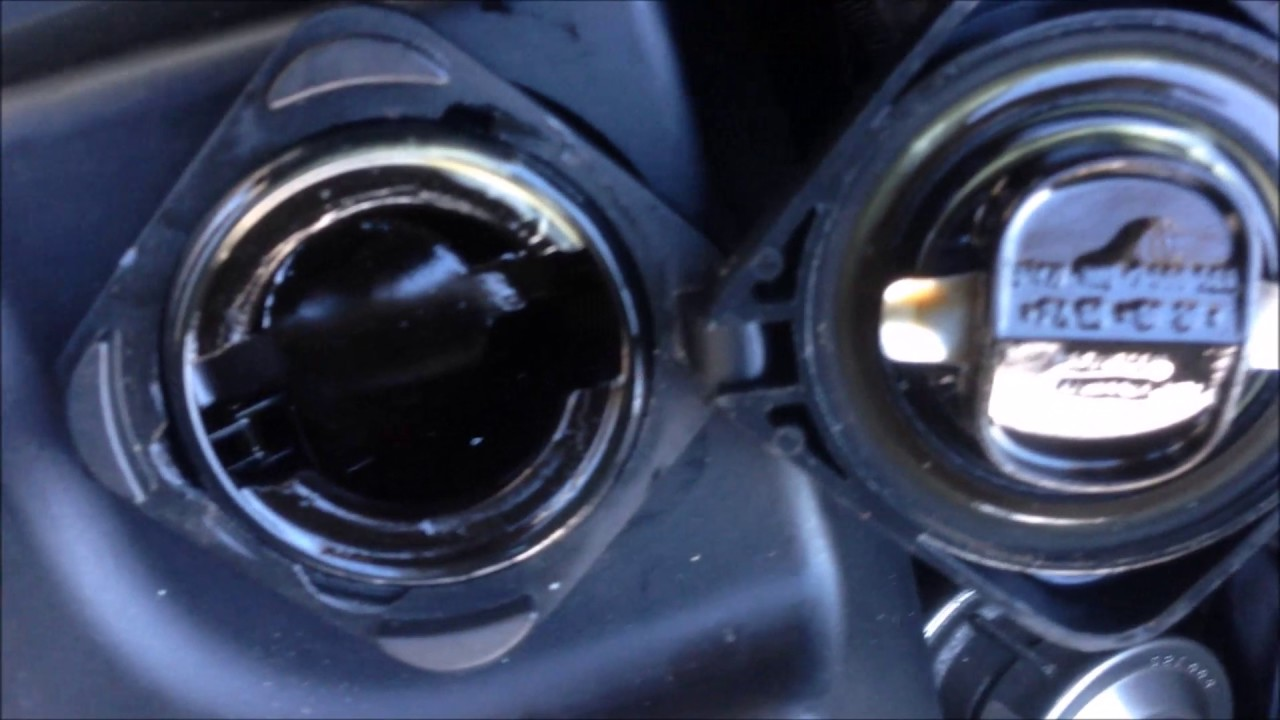 BMW E46 / N42: How to remove the oil filler cap?