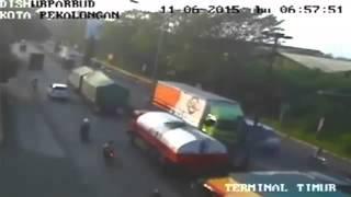 Ngeri banget Kecelakaan Lalu lintas di Jalur Pantura Kota Pekalongan Kompilasi