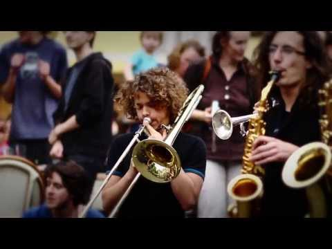 Flashmob symphonique Beatles de lassociation Alumni Poulenc Tours, France