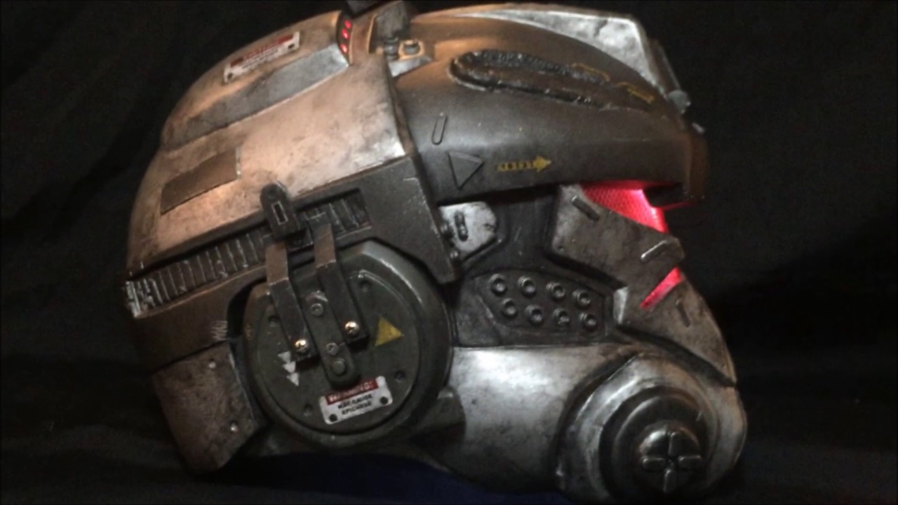 TITANFALL: Battle Damaged IMC Pilot, In-Game Helmet ...