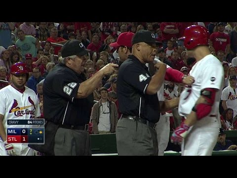 MIL@STL: Holliday's on-base streak ends with ejection