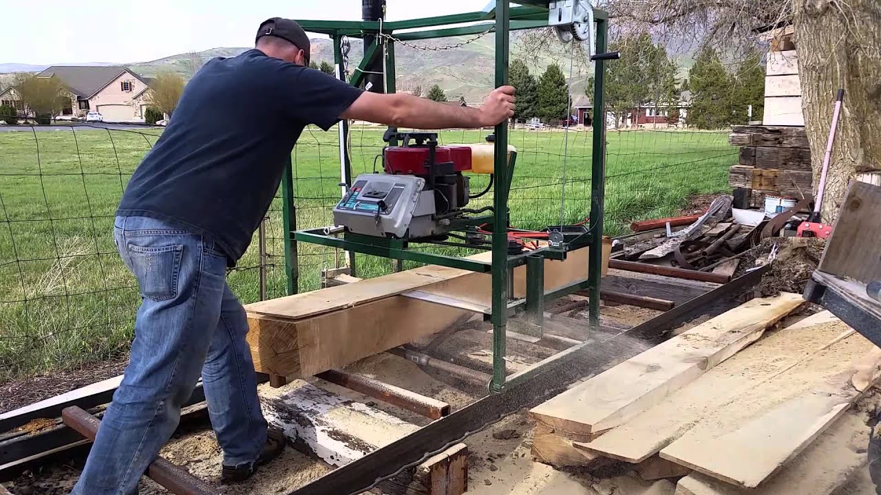 Do It Yourself Home Design: Homemade Chainsaw Mill.