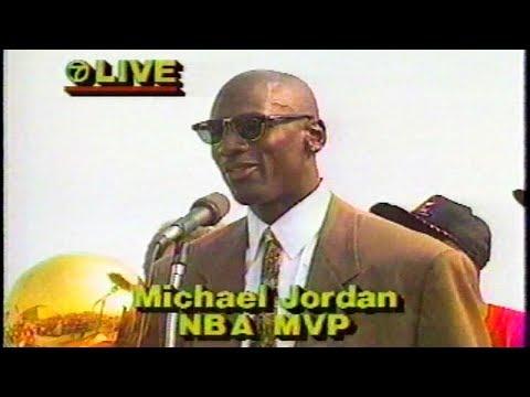 Michael Jordan & 1991 NBA Champion Bulls Greet Chicago Fans @ Airport Rally