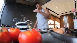 Спортивное питание #1 Белки!(В этом видео рассказывается о правильном питании.а именно о приготовлении пищи в которой содержится максим..., 2013-08-25T18:16:53.000Z)
