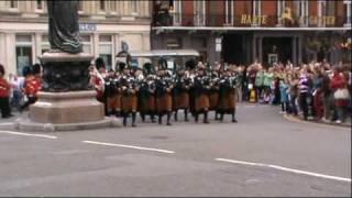 Windsor changing of the guards Bagpipers {Irish} 1st Batt Irish Guards