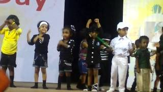 Reyaa dancing for