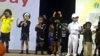 Reyaa dancing for