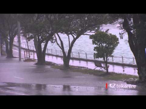 Heavy rain hampers Auckland residents