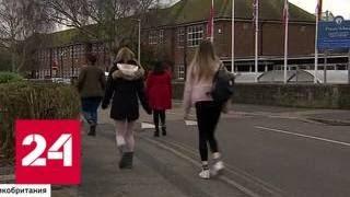 Толерантность на грани: британским школьницам запрещают носить юбки - Россия 24