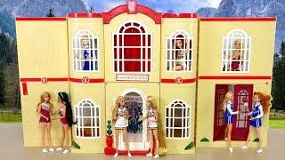 Gambar cover Disney High School Musical 3 Senior Year Doll House unboxing باربي دمية المدرسة Boneca Barbie Escola