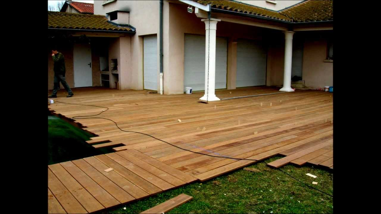 Montage terrasse en bois piscine youtube for Photos terrasse en bois
