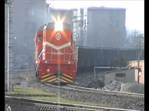 Chinese diesel - New DF10D 0060 brings a loaded coal train into Shenxi yard