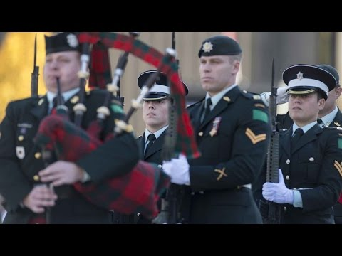 Honour guard resumes post at National War Memorial after Ottawa shooting