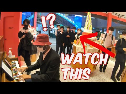 French Polyglot SHOCKS ENTIRE TOKYO Mall, Onlooker Joins him for Epic Piano Duo
