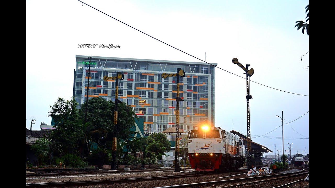 Railway Kereta Api Sibuknya Stasiun Malang Kota Lama Pada Sore Hari Youtube