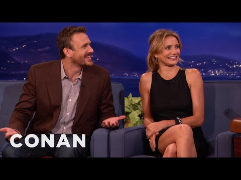 "Jason Segel & Cameron Diaz Used ""The Joy Of Sex"" For Inspiration"