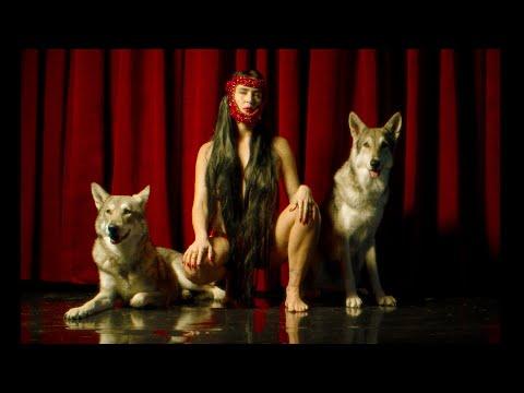 LA CHICA - LA LOBA (Official Video)