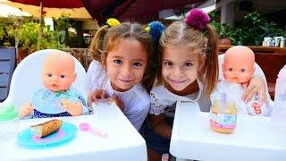 kızocukoyuncakları oyuncak bebeklerle kafe oyunu kuklaoyunları