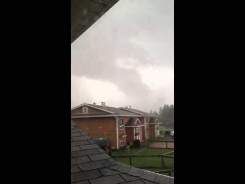 Video 3. Awesome funnel-like cloud over le--la-Crosse