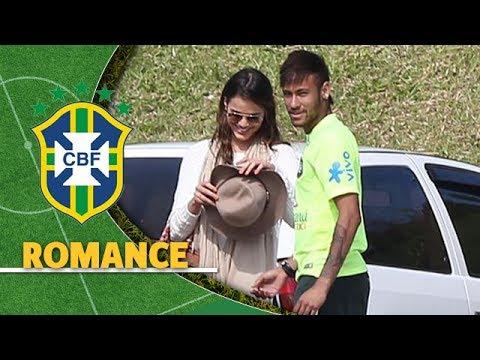 Neymar e Bruna Marquezine se encontram em treino da Seleção Brasileira