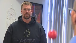 Kelly learns to Juggle with Ryan Leaf