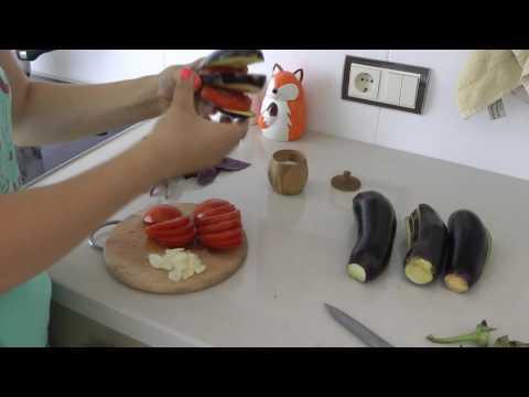 Рецепт приготовления баклажанов в духовке. Вкусно и быстро)