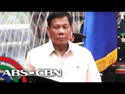 Duterte gets first military honors, ascends Malacañang