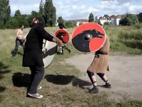 wikinger schwertkampf warnow w lfe training in rostock huscarl buckler youtube