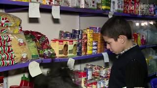 Mellizos de 11 años deben trabajar para mantener a sus familias
