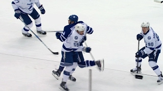 Dotchin collides with Matthews knee-on-knee