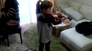 小1 雨のち晴レルヤをヴァイオリンで弾いてみた。(音声悪し)