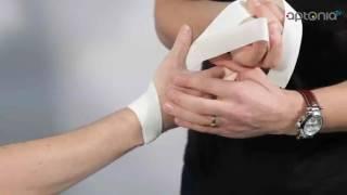 Comment faire un strapping du pouce avec la bande élastique adhésive